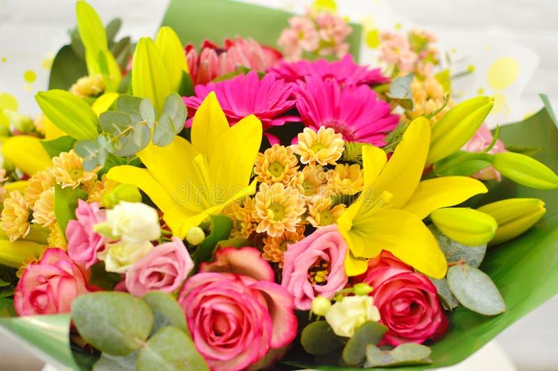 Смешивание букета цветков лета для свадьбы стоковое фото rf