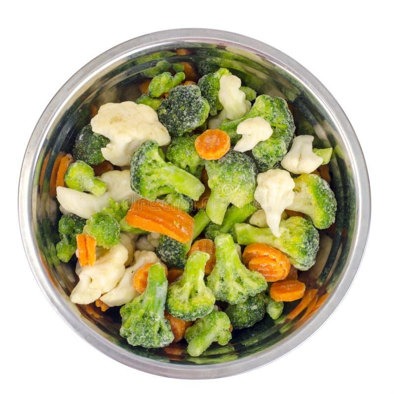 Смешивание замороженных овощей в шаре металла стоковое фото rf