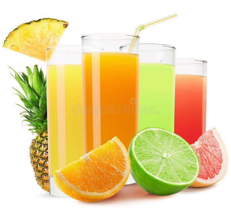 Смешивание фруктовых соков изолированных на белой предпосылке стоковые изображения