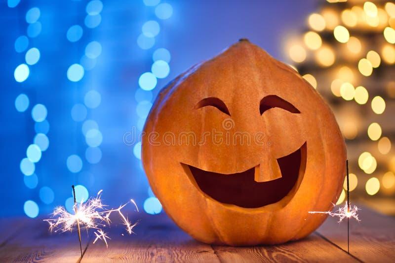 Смешная большая тыква на хеллоуин с один смеяться над зуба стоковая фотография