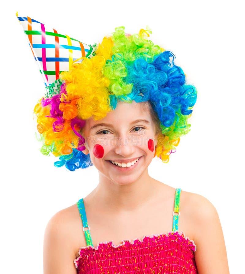 Смешная девушка в парике клоуна изолированном на белой предпосылке стоковое изображение rf