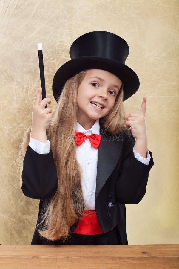 Смешная девушка волшебника стоковое изображение rf