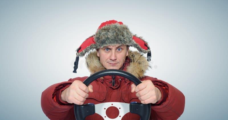 Смешная зима управляя, концепция человека привода автомобиля стоковое фото rf