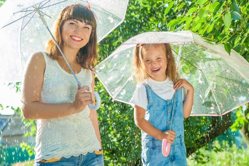 Смешная мать и дочь стоковое изображение
