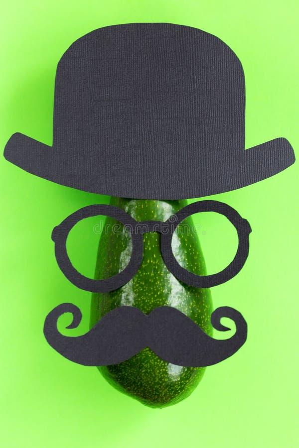 Смешная мужская картина силуэта на зеленой предпосылке Movember стоковая фотография