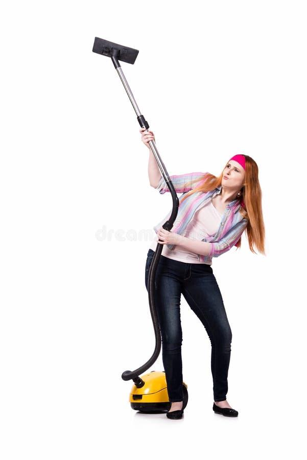 Смешная домохозяйка при пылесос изолированный на белизне стоковая фотография