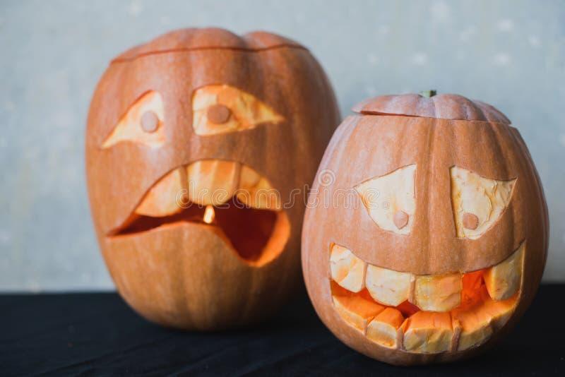 Смешная тыква 2 на хеллоуин на черной предпосылке стоковые фото
