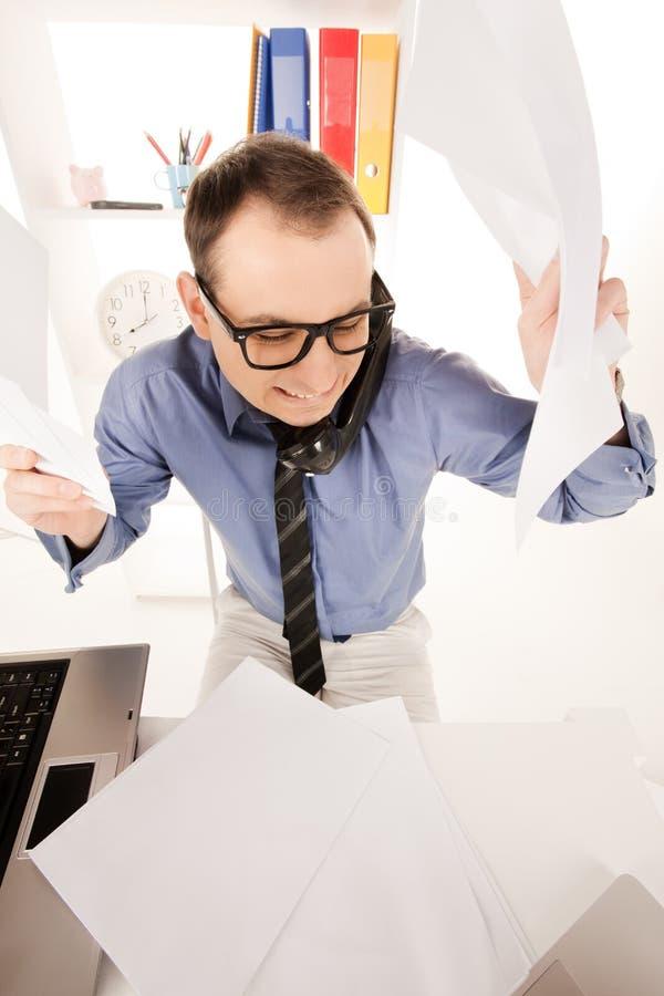 Смешное изображение бизнесмена в офисе стоковые фотографии rf