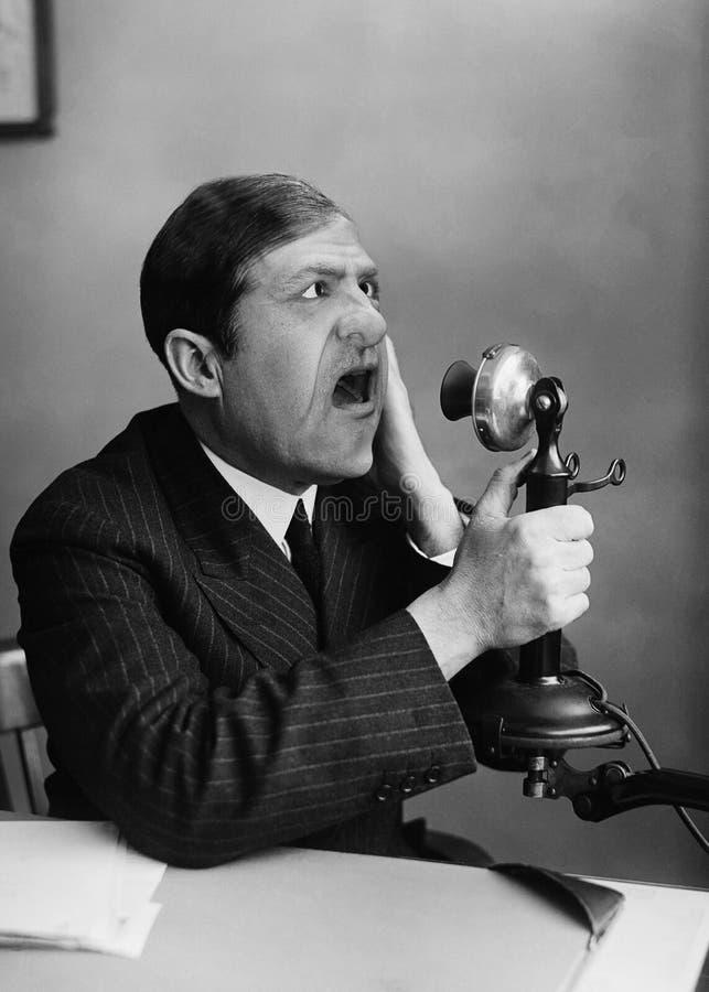 Смешной винтажный человек, беседа, телефон стоковое фото rf