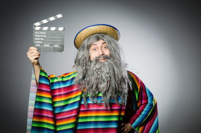 Смешной волосатый мексиканец с колотушкой кино стоковые изображения