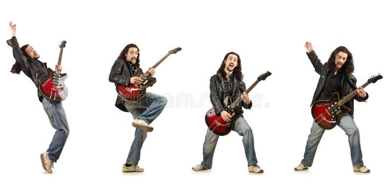 Смешной гитарист изолированный на белизне стоковое фото rf