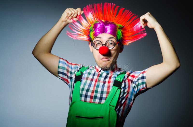 Смешной клоун против стоковые фотографии rf