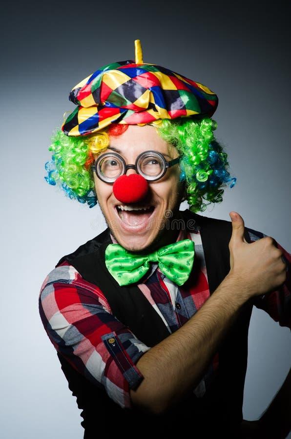 Смешной клоун против стоковое изображение