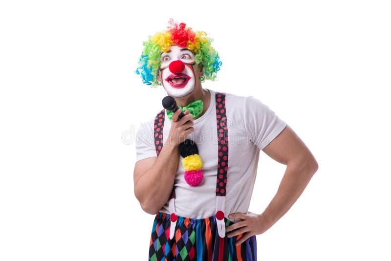 Смешной клоун с караоке петь микрофона изолированный на белизне стоковые изображения rf