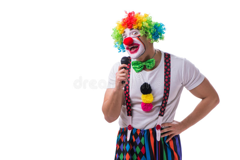 Смешной клоун с караоке петь микрофона изолированный на белизне стоковые фотографии rf