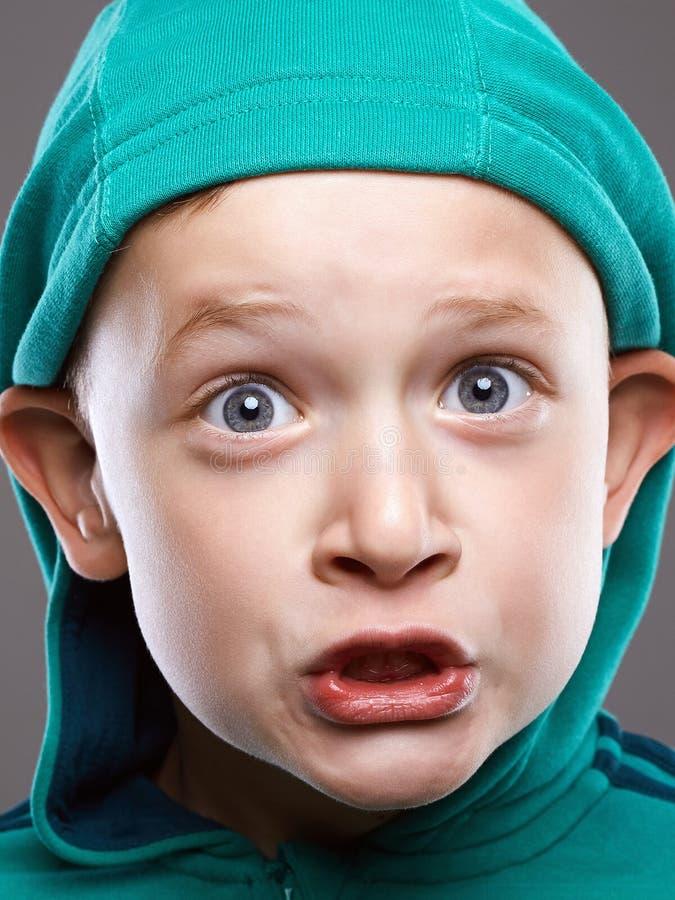 Смешной малыш смешной ребенок эмоции гримасы стоковое изображение