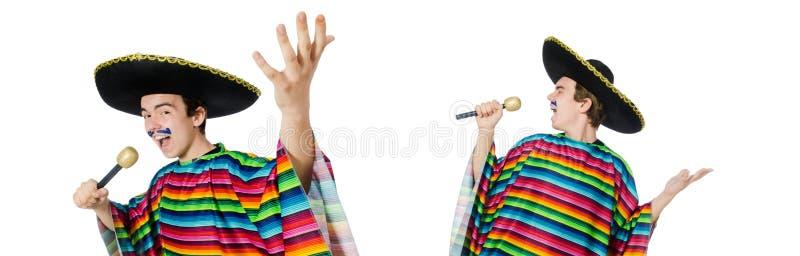 Смешной молодой мексиканец поет изолированный на белизне стоковое фото