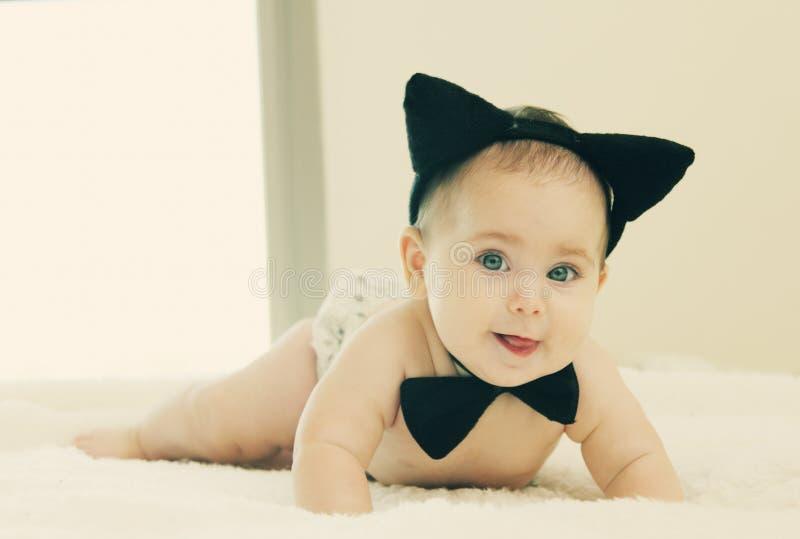 Смешной младенец 6 месяцев старый стоковые фотографии rf