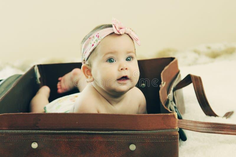 Смешной младенец 6 месяцев старый стоковое изображение