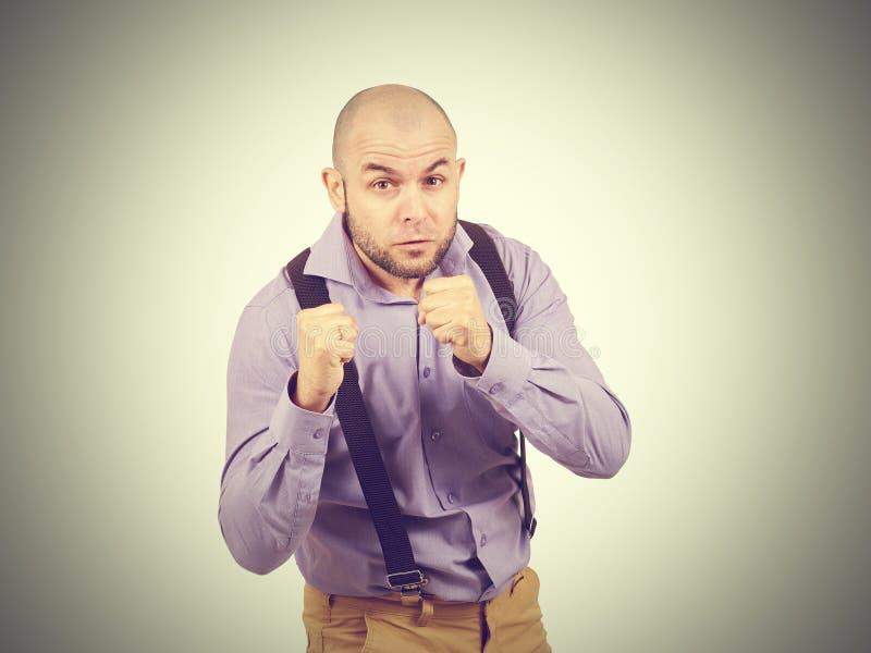 Смешной облыселый боксер бизнесмена стоковые изображения rf