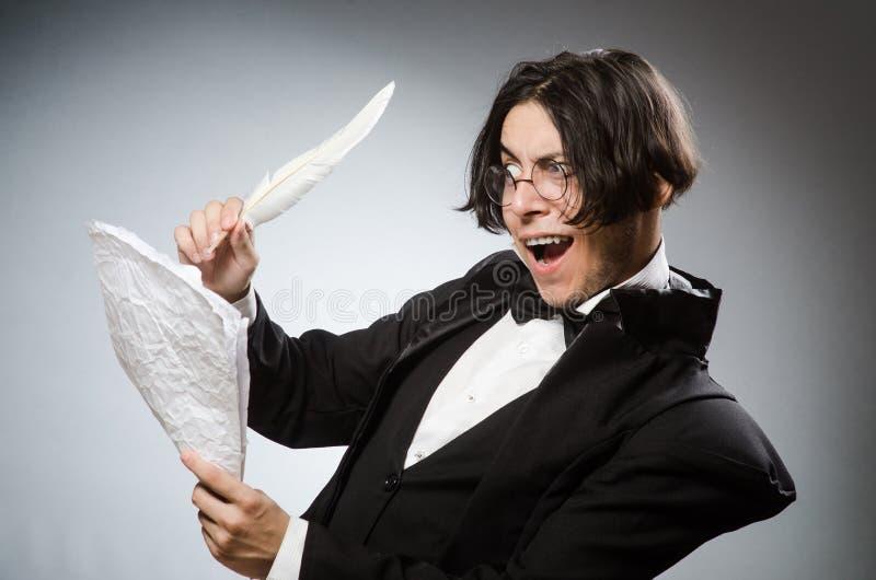 Смешной писатель с quill в винтажной концепции стоковые фотографии rf