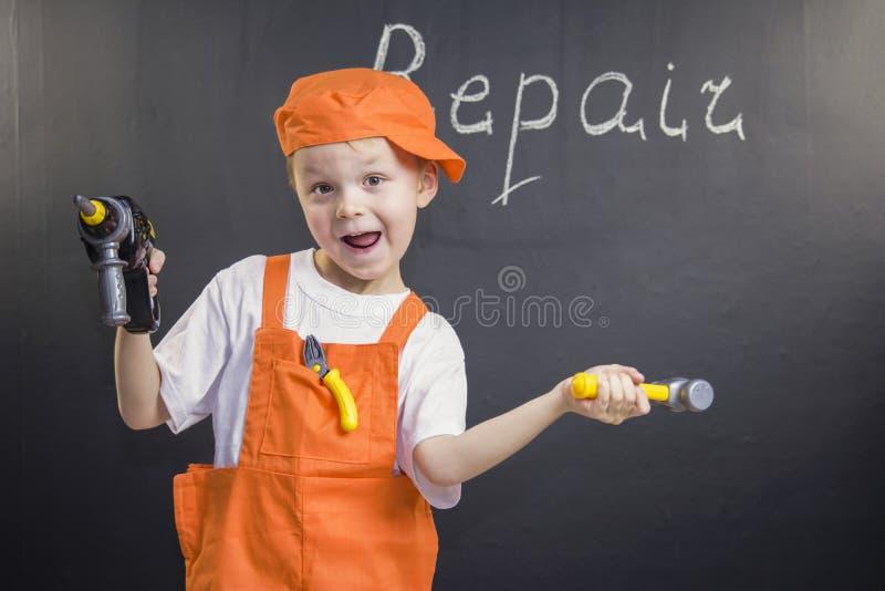 Смешной построитель мальчика стоковая фотография rf