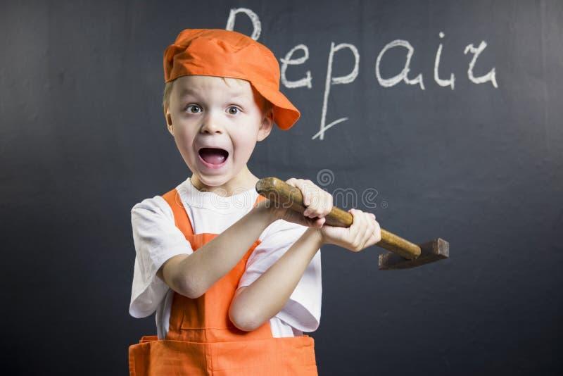 Смешной построитель мальчика стоковое изображение rf