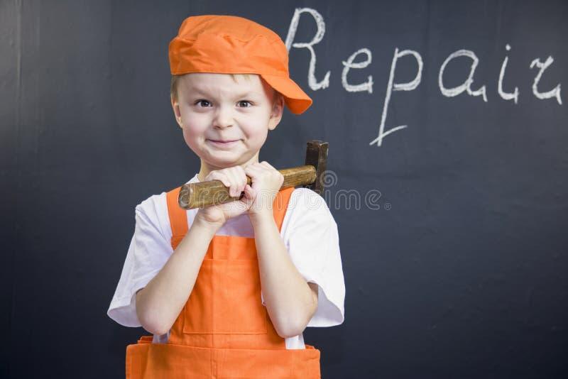 Смешной построитель мальчика стоковая фотография