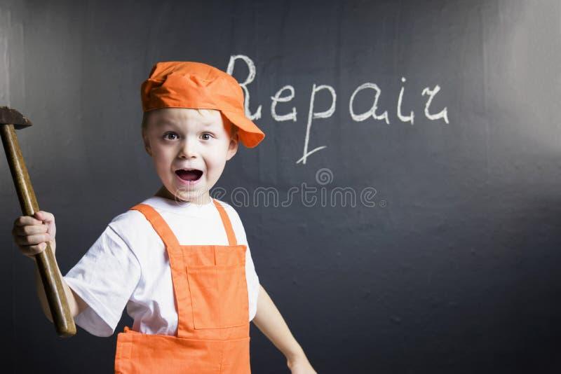 Смешной построитель мальчика стоковые фотографии rf