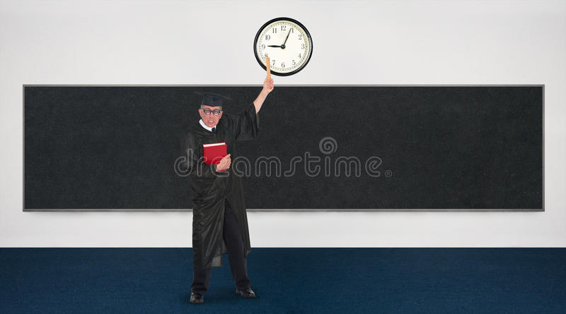 Смешной средний сердитый учитель поздно для класса стоковое изображение