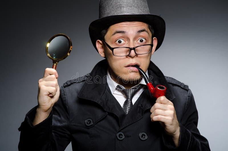 Смешной сыщик с трубой стоковые фото