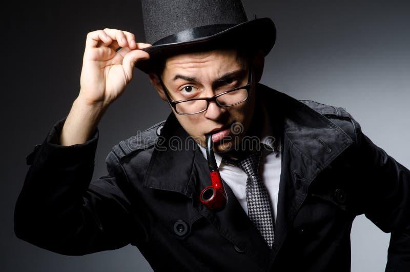 Смешной сыщик с трубой стоковые фотографии rf