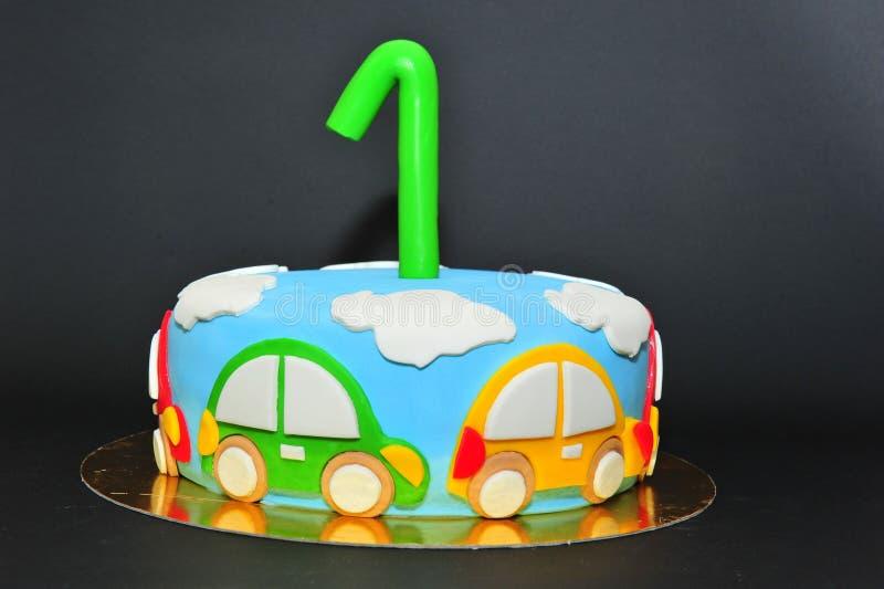 Смешной торт помадки детей темы автомобилей стоковое фото rf