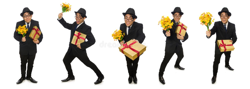 Смешной человек с цветками и giftbox стоковые изображения rf