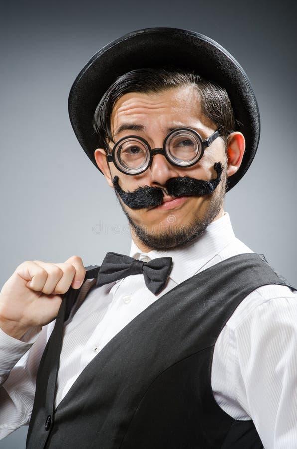 Смешной человек в винтажной концепции стоковые фотографии rf
