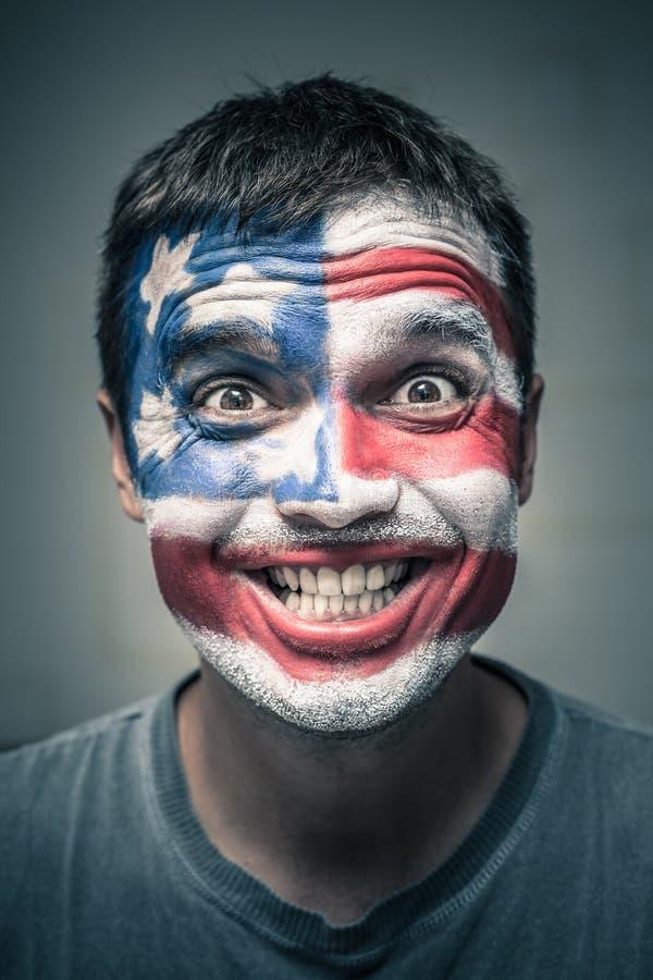 Смешной человек при флаг США покрашенный на стороне стоковая фотография rf