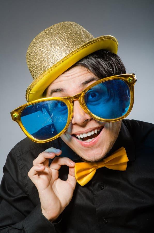 Смешной человек с винтажной шляпой стоковые изображения