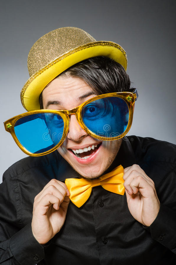 Смешной человек с винтажной шляпой стоковая фотография