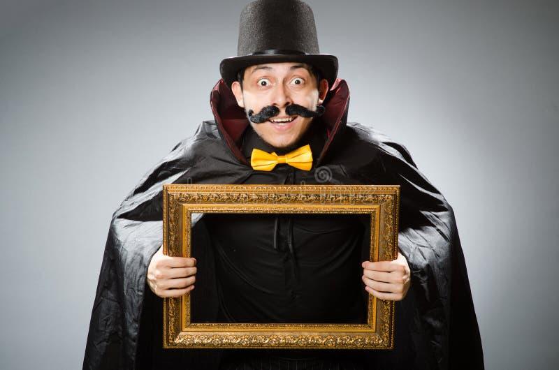 Смешной человек с картинной рамкой стоковые фото