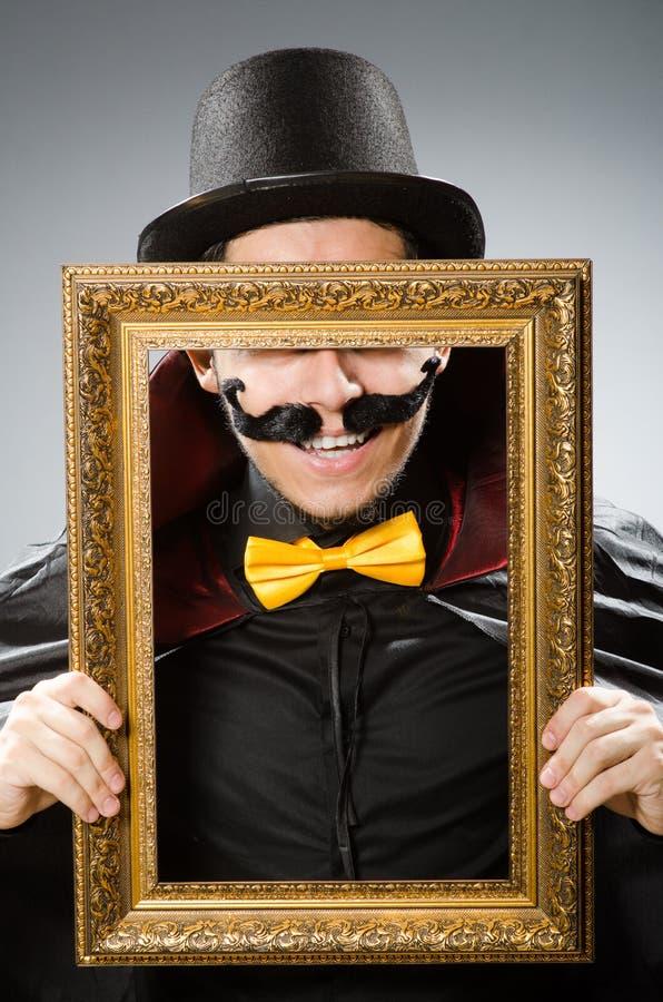 Смешной человек с картинной рамкой стоковое изображение rf