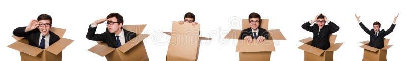 Смешной человек с коробками на белизне стоковая фотография rf