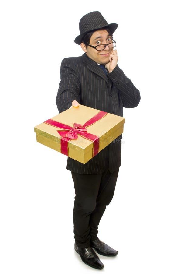 Смешной человек с giftbox на белизне стоковая фотография