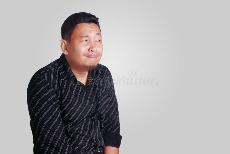 Смешной Shy уверенно азиатский человек стоковое фото