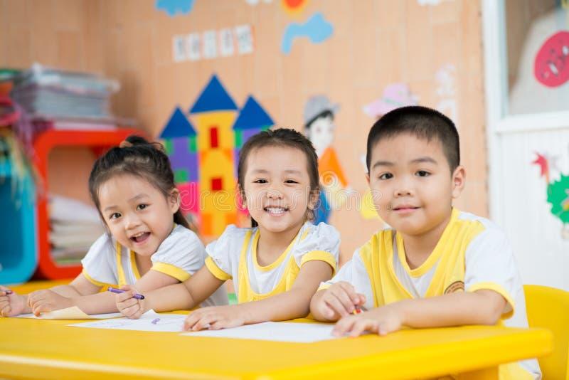 Смешные азиатские дети стоковые фотографии rf
