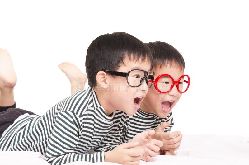 Смешные близнецы стоковые изображения