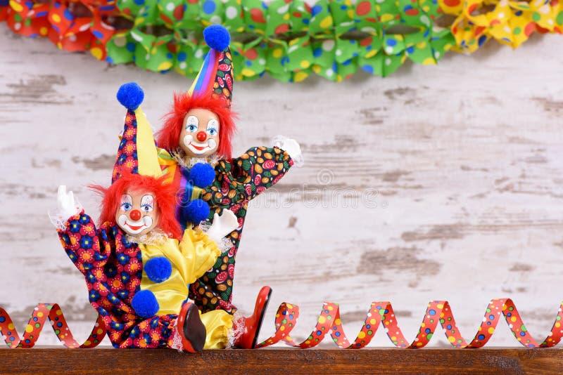 Смешные клоуны с красочным костюмом стоковые изображения rf