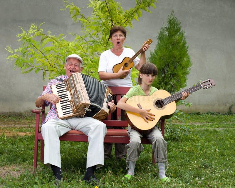 смешные музыканты стоковое фото rf