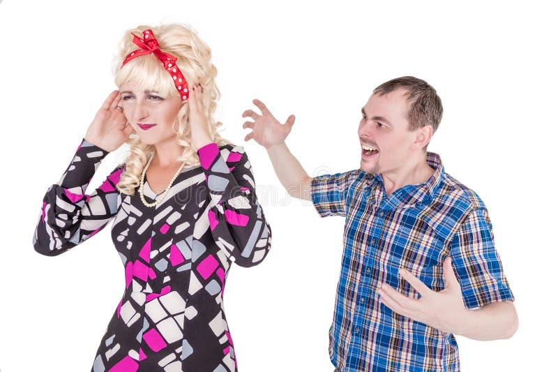 Смешные ретро пары семьи с проблемой отношения стоковые изображения