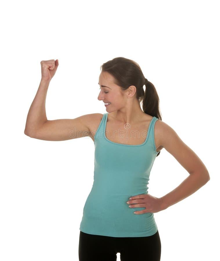 Смеясь над женщина показывает мышцы стоковое изображение rf