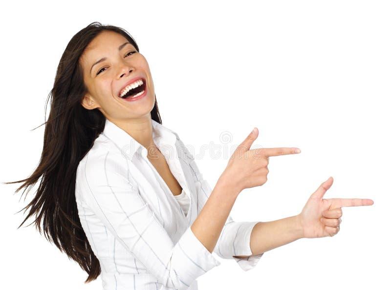 смеясь над указывая женщина стоковое фото